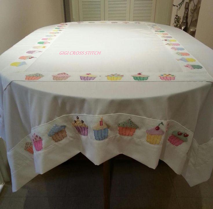 Cupcakes tablecloth.