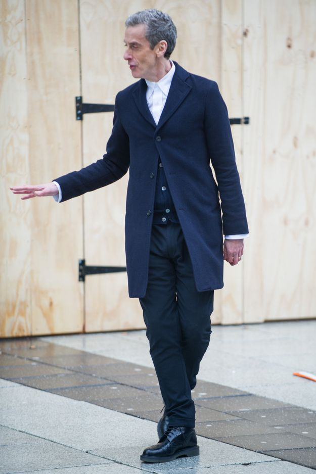 And now we can witness Peter Capaldi wearing his Doctor Who ensemble in action as he films in Cardiff.