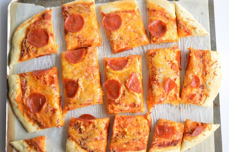 This {No Yeast} Pizza Dough is the quickest, easiest way to make fresh, homemade pizza for your family. All it takes is 15 minutes from start to finish!