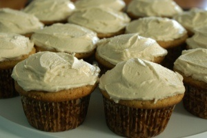 White Russian Cupcakes with Kahlua Buttercream FrostingAllowance, White Russian Cupcakes, Russian I M, Friends Goodies, Alcohol, Age, Baking, Families Friends, Cupcakes Rosa-Choqu