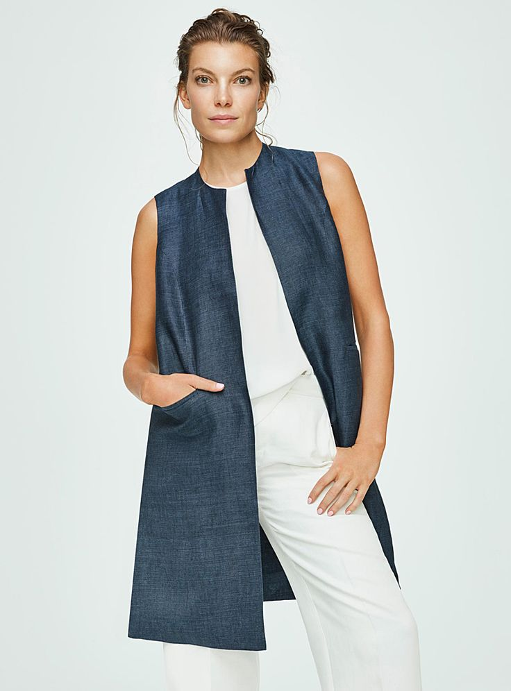 Exclusively from Contemporaine - A long open vest with minimalist lines perfect for creating ultra trendy layered looks - Piped welt pockets - Side slits - Breathable pure linen weave with a natural raw look The model is wearing size 4