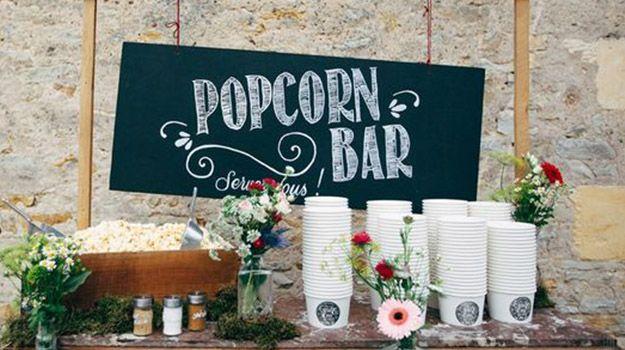 Vous cherchez des idées originales de bar pour votre mariage? Epatez vos invités avec des bars originaux tels qu'un bar à pop corn ou un bar à tartes..
