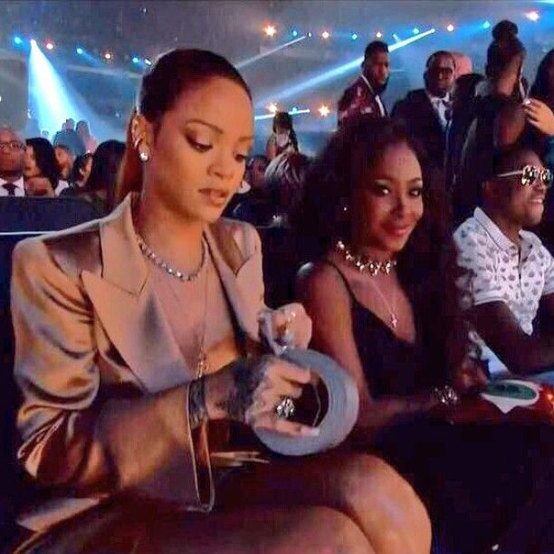 Rihanna is sitting next to @leandrasimome at the #BETAwards.