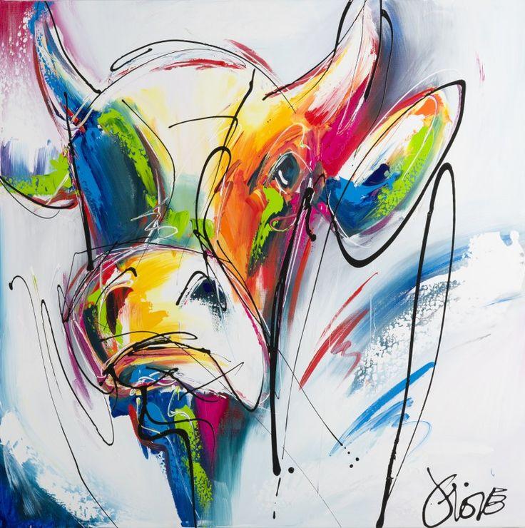 Een mooi stoere koe met de hand geschilderd in felle kleuren. Een bont beestje tegen een witte achtergrond met gekleurde accenten. Een prachtig, modern figuratief doek. Gewoon lekker vrolijk.