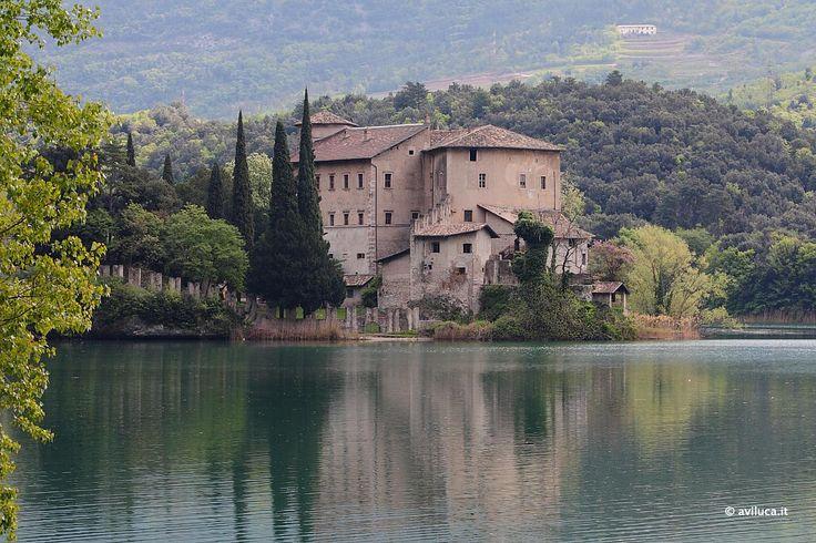 Castel Toblino presso l'omonimo lago… in Trentino IT