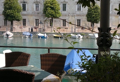 Magical Peschiera del Garda - one of the loveliest places to stay at on Lake Garda.  Long summer evenings, piazzas filled with families, laughter and the delicious aroma of Italian cooking.