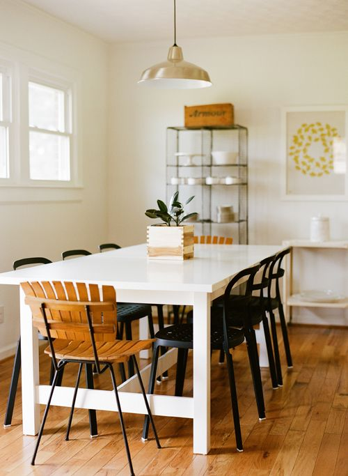 Clean and white: Dining Table, Simple Kitchen, Black White, Black Chairs, Kitchen Table, Awesome Flooring, Black Love, Inspire Kitchens Dining Rooms, White Kitchens