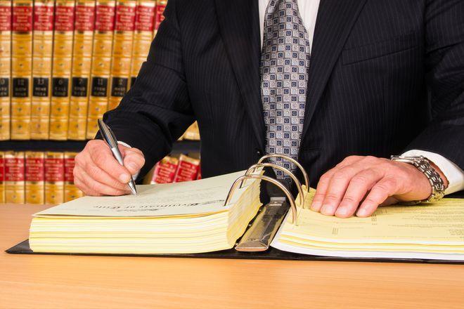 Ten en cuenta estos aspectos administrativos y legales a la hora de lanzar un negocio
