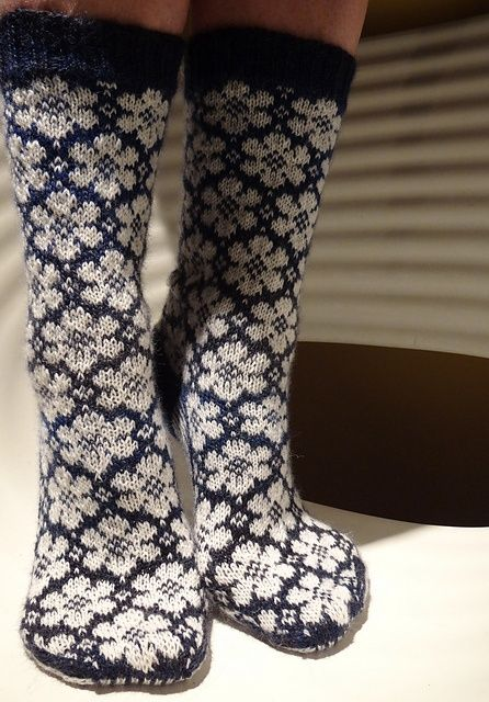 Ravelry: pleximo's White Flowers 13/26.