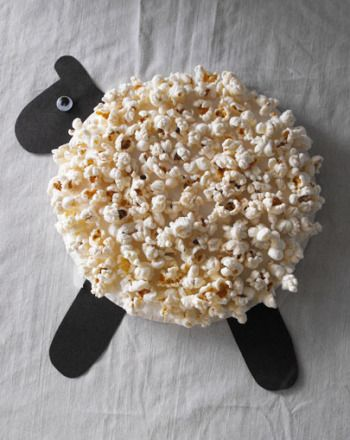 Have your preschooler lend a hand when it comes to the Easter decorations by making this adorable popcorn lamb.