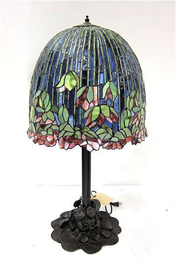 TIFFANY INSPIRED FLOWERING LOTUS TABLE LAMP.♥★♥So Pretty♥★♥
