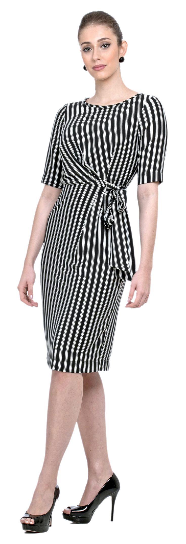 VESTIDO EM CREPE LIGHT COM MANGAS 7/8 E COMPRIMENTO MIDI. AJUSTE NA CINTURA COM NÓ LATERAL FACILITA O VESTIR E MODELA A SILHUETA. #listras #elegante #classic #classicdress #dress #vestido #vestidomidi