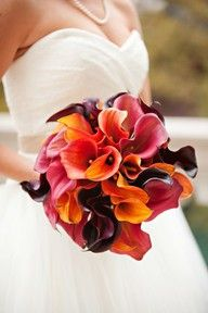 "Ein Brautstrauß in Schwarz-Rot-Gold // A bridal bouquet in ""German"" colours black, red and gold"