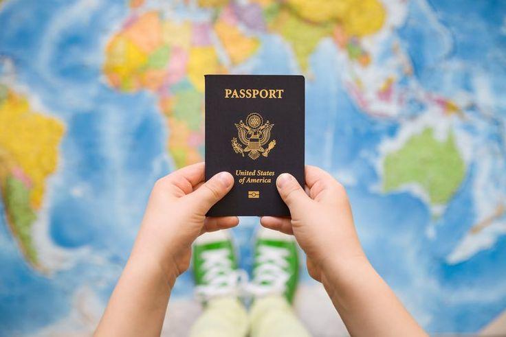 Vai fazer a primeira viagem com o seu bebê e não sabe como tirar o passaporte ou como funciona a autorização de viagem. Veja aqui!