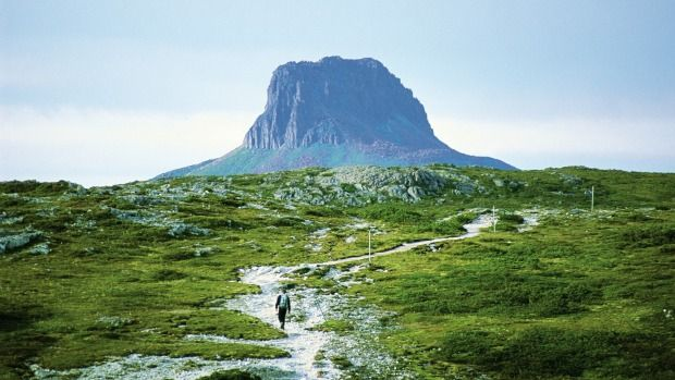 Cradle Mountain, Tasmania, Australia: Equally as impressive as Marion's Lookout and the Kitchen Hut shelter at the foot of Cradle Mountain, Barn Bluff at Cradle Mountain Lake, St. Clair National Park in Tasmania can be scaled in a day.