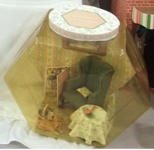 tranquil hexagon room in old yellowed container... quilting corner! By Mez