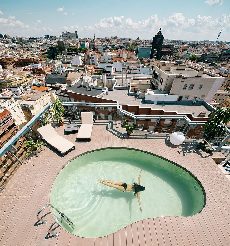 arquitectura design A Chalet in Madrid, a top of the tower apartment with garden and swimming pool - CAANdesign Madrid Apartment, Tower Apartment, Attic Apartment, Attic Rooms, Attic Playroom, Attic Bathroom, Apartment Therapy, Garden Swimming Pool, Swimming Pool Designs