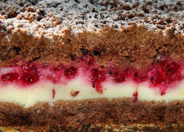 Chatka wiedźmy: Urodziwe Ciasto. Z czerwoną porzeczką.
