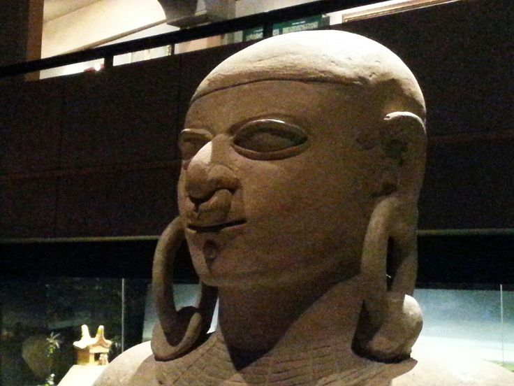 National Museum Quito (Ekwador) - Opinie - this looks so much like a Buddha Head from the same time period, yet we are told these cultures never had contact, hmmmm...?