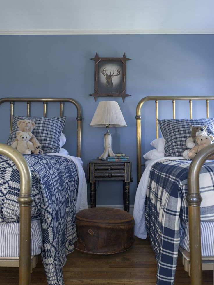 Boy's blue bedroom, antique twin brass beds - Rafe Churchill: Traditional Houses