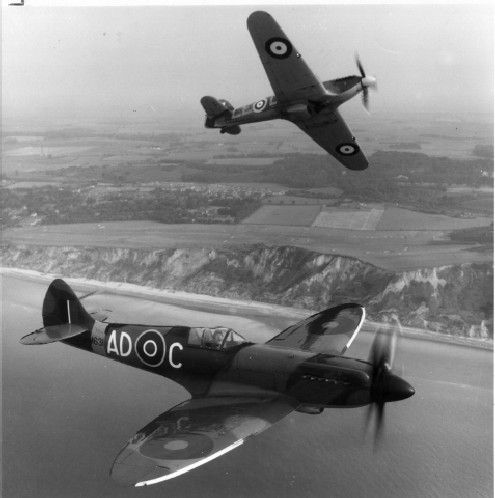 A Spitfire (front) and a Hurricane patrolling the coast during the Battle of Britain, in 1940.