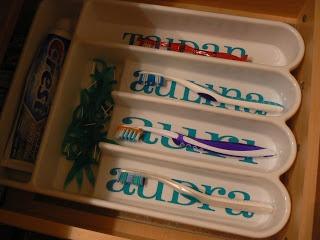 The Creative Homemaker: ToothBrush Organizer