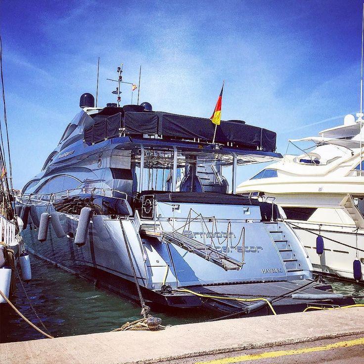 Smooth operator in #alcudiamar with black deck #yacht #mallorca #baleares #superyacht #boat #barco #yate #luxury #motoryacht #igers #igersbalears #igersmallorca #palmayachteye #teaktock http://ift.tt/1OHH7xU