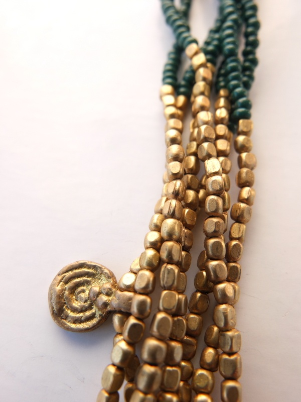 Do not miss the details. Everything is handmade in India. This model combines fine green glass (available also in brown and black) and golden brass and hanging spirals.