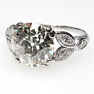 I am in LOVE with antique art deco engagment rings!