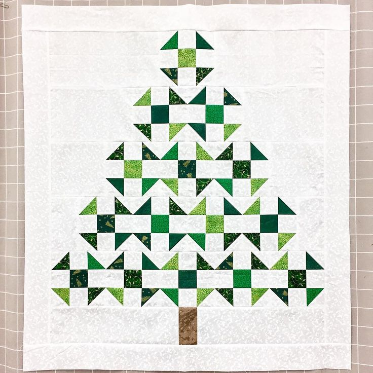 """573 Likes, 17 Comments - Portland Modern Quilt Guild (@portlandmqg) on Instagram: """"Oh, Christmas Tree  by @jengaile0927 #pmqg #pmqgsewday"""""""