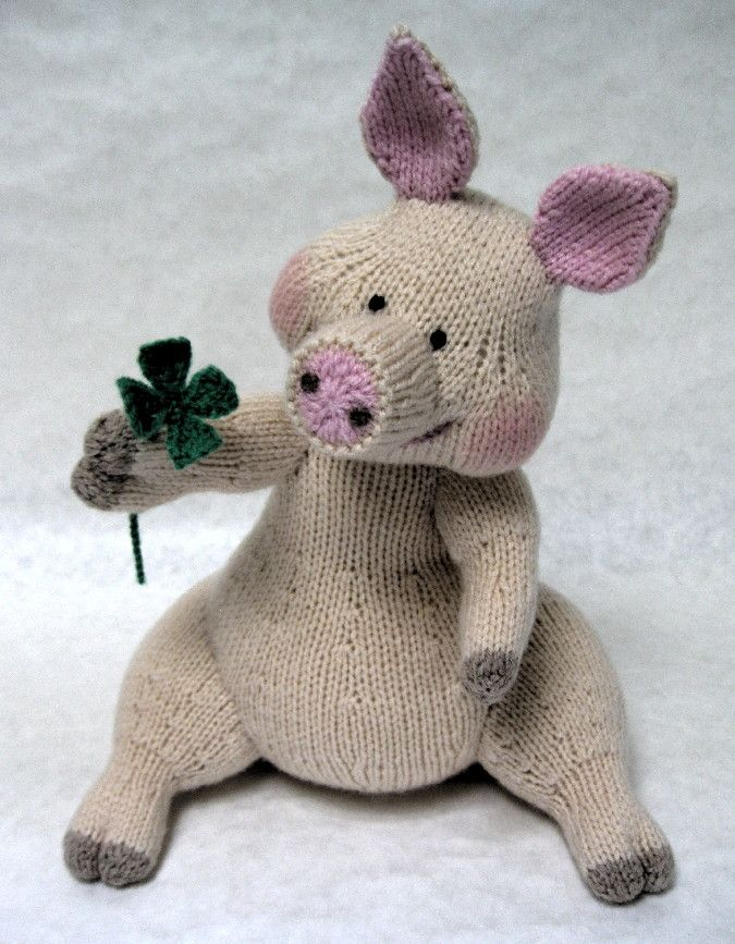 Knitted pig - Good luck pig with four leaf clover by Alan Dart. Pattern available to buy.