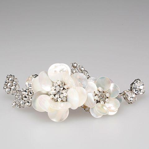 ・ #bridalaccessories #bridalmarket #bridal #headdress #bridalfashion #embroidery #handmade #madeinjapan #bridaljewelry #costumejewelry #headpiece #bridalheadpiece #studiobarrack #tamarabridaljewelry #ブライダルアクセサリー #花嫁小物 #花嫁小物合わせ #髪飾り #小物合わせ #ヘアアクセサリー #ヘッドドレス #ブライダル #プレ花嫁 #ヘッドピース #ヘッドドレス #ヘッドアクセサリー #ウェディングヘッドアクセサリー #白蝶貝 #日本中のプレ花嫁さんと繋がりたい http://gelinshop.com/ipost/1520416311003194120/?code=BUZmpRQDiMI