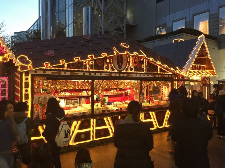 Christmas in Japan isn't just about romantic dinners and fried chicken. In Osaka, there are plenty of family friendly activities that you can enjoy for free.