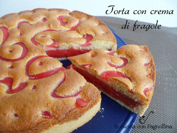 Torta con crema di fragole