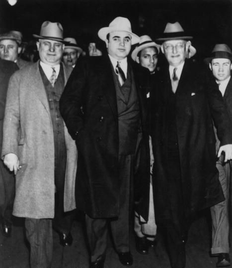 how al capone influenced the chicago underworld in the 1920s Al capone comes to chicago from new york in the early '20s  and that's where  he met a lot of the underworld figures who would  davies: now, you also write  in this book that the tommy gun changed the nature of crime.