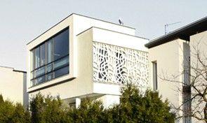 Fasada, biała bryła http://www.polish-architects.com/pl/ipnotic/source:index_updated_new