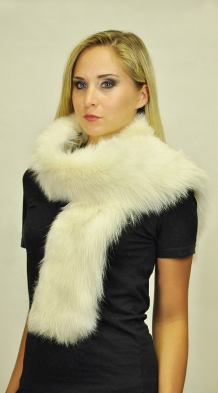 Fashionable and Natural white fox fur scarf, for those trendy and elegant women.  www.amifur.co.uk