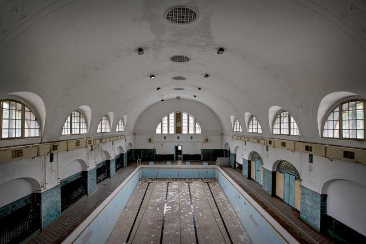 The Soviet Union Abandoned: A Communist Empire in Decay