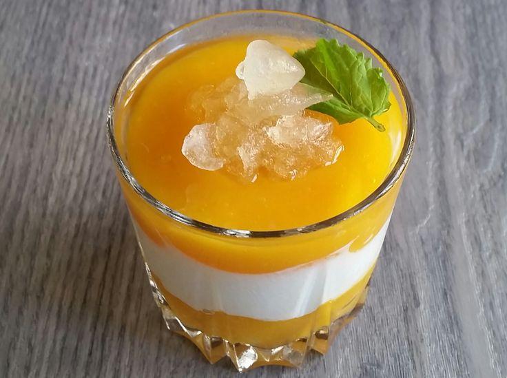Vasitos de mango y yogur griego con granizado de hierbabuena https://mycook.es/receta/vasitos-de-mango-y-yogur-griego-con-granizado-de-hierbabuena