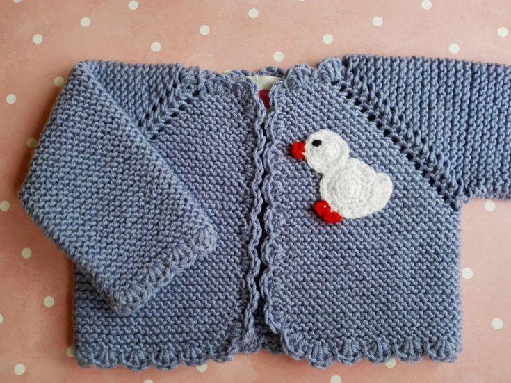 La chaqueta básica para recién nacido con un toque divertido!En una lana baby merino de alta calidad, que aporta a tu bebé el calor y suavidad que necesita.Posibilidad de comprar en conjunt...