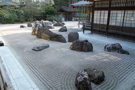 rsabbia sil essiccata con rocce ornamentali arredo giardino