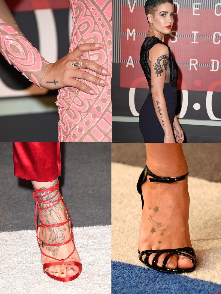 Anche i tatuaggi sono stati fashion protagonist nella serata pop-glamour degli MTV VMA 2015. Demi Lovato abbina la croce sulla mano all'abito e all'anello; la cantante Halsey opta per un tubino iperfasciante smanicato mentre Jillian Michaels e JoJo scelgono sandali adeguatamente scollati per garantire una visione integrale dei loro grafici capolavori -cosmopolitan.it