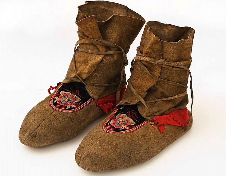 Embroidered Moccasins | Museum of Natural and Cultural History
