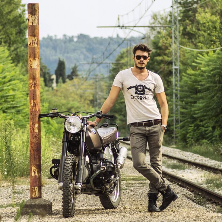 Luca Macellari Palmieri for Entrophy Motorbike BMW classic cafè racer Gold sport BMW sport Fashion details