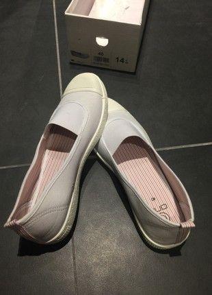 À vendre sur #vintedfrance ! http://www.vinted.fr/chaussures-femmes/chaussures-plates/53303347-chaussures-style-bensimon-blanche-sur-gemo