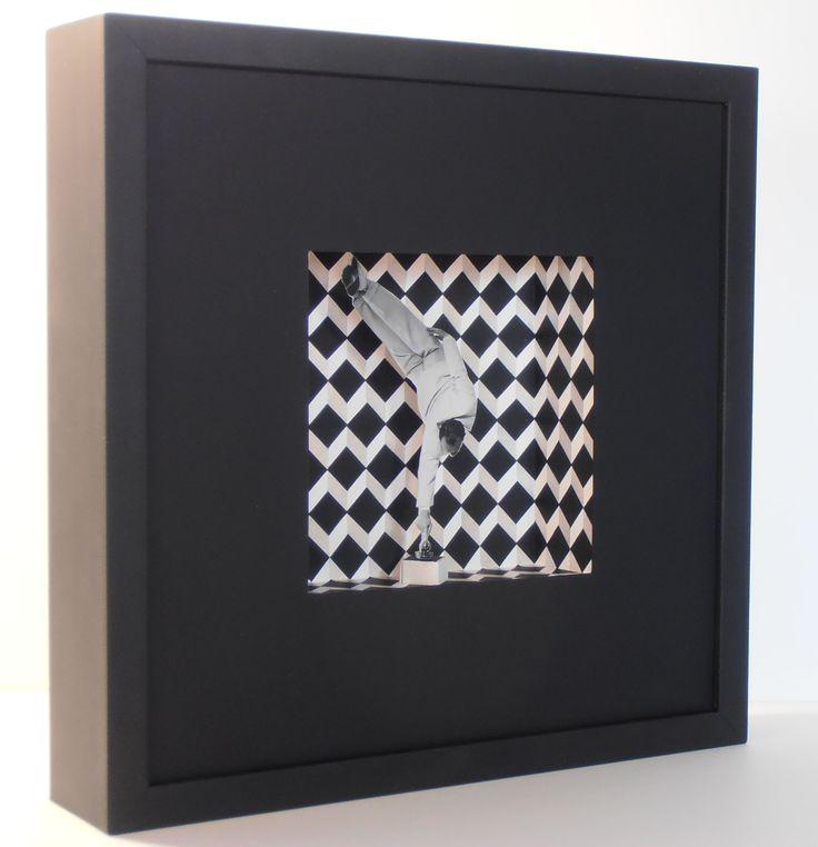 Argos. Collage i acrílic sobre cartró. 30x30x7 cm.