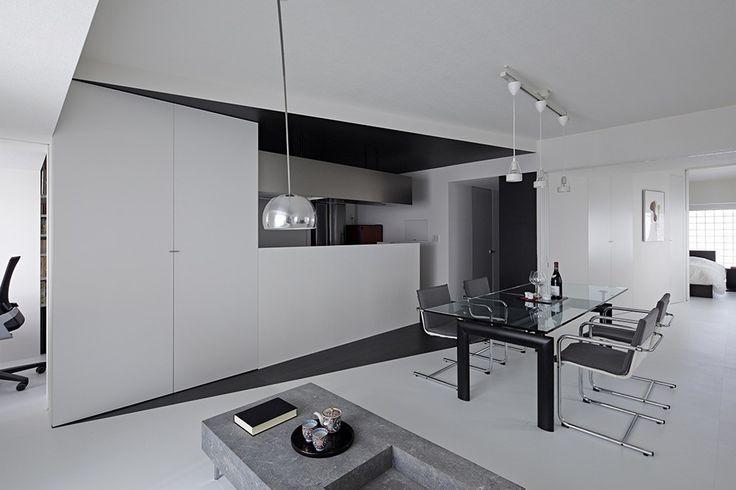 schwarz-weiß-Wohnung-Design in Tokio zeitgenössische Innenarchitektur Minimalsit Raum klare Linien kantigen zeitgenössisches Design Clena Raumgestaltung elegant beendet schlichte Möbel