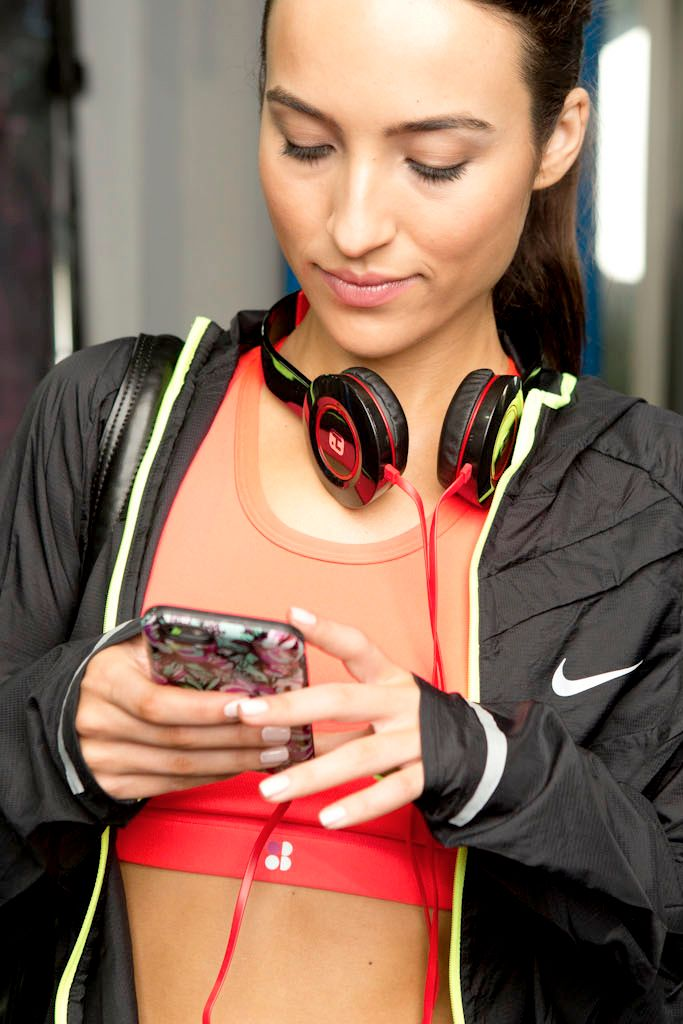 This Playlist That Will Help You Hit an 11-Minute Mile