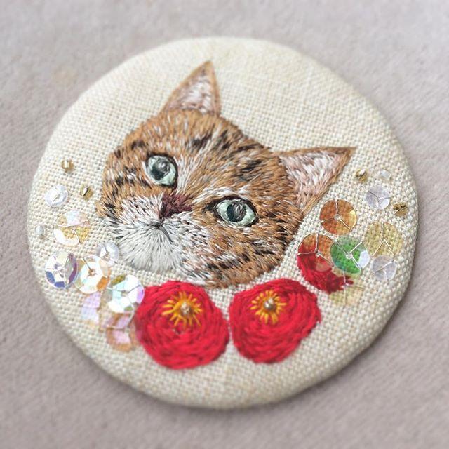 Я, как человек, безоглядно влюбленный в вышивку, ищу и собираю работы талантливых вышивальщиц. И вот попался очередной бриллиант, который я, конечно же, утащила себе в заветную папочку, чтобы потом доставать и любоваться-вдохновляться :) Это работы японской мастерицы Mayuka Morimoto Oyanagi. Об этом мастере знаю только, что она с острова Хоккайдо. Больше всего в её работах меня поразило то, как…