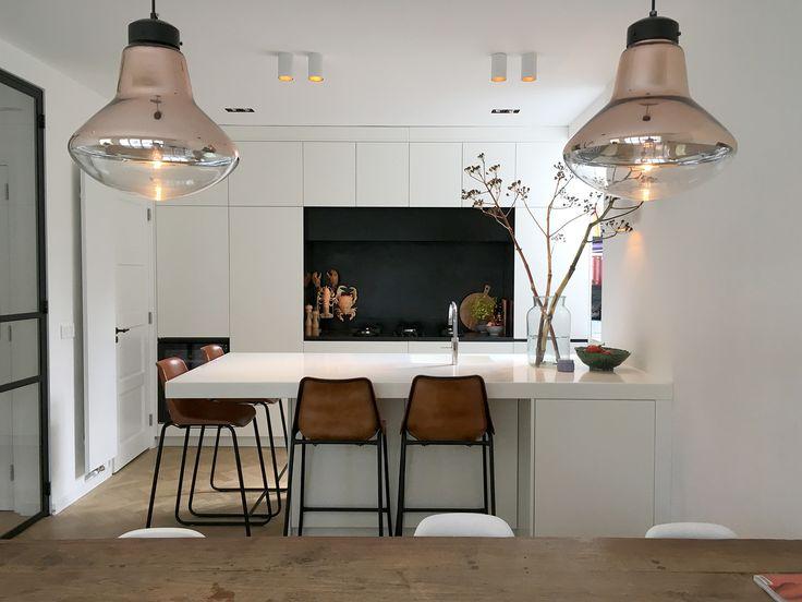 studio-EI -- Woning 18 / Amstelveen. Interieurontwerp & meubelontwerpen: herindeling begane grond, keukenontwerp, stalen deuren, zitkamer, gang, garderobekasten, kelder, kastontwerpen, ontwerp wc ruimte, herindeling, lichtadvies - www.studio-ei.nl